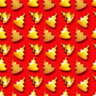 붉은 색 새해에 금속 황금 크리스마스 트리 장난감으로 매끄럽고 규칙적인 창의적인 패턴
