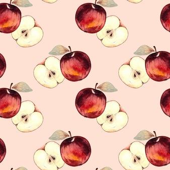 Бесшовный акварельный образец с красными яблоками и кусочками яблока на розовом фоне.