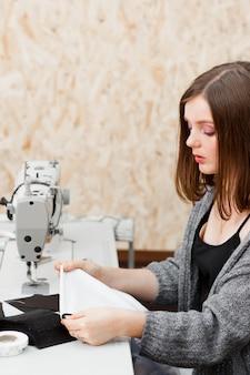 針子ミシン仕立て針仕事衣服機器服ワークショップコンセプト
