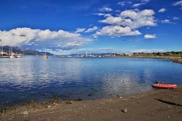 Морской порт в городе ушуайя на огненной земле аргентины