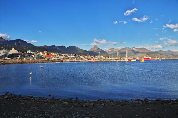 아르헨티나의 tierra del fuego에있는 ushuaia시의 항구