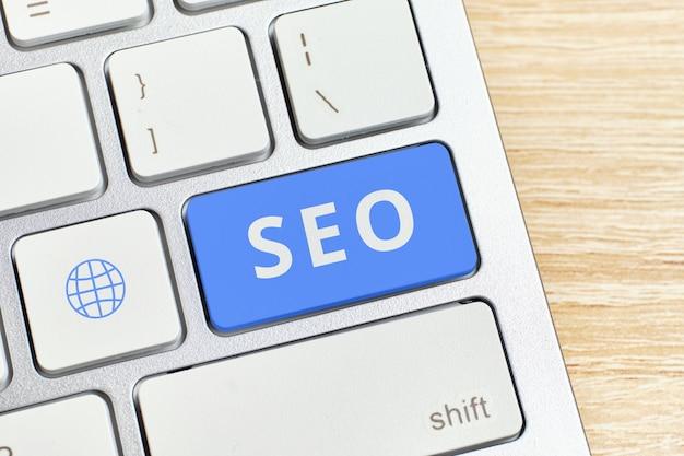 Концепция поисковой оптимизации на кнопке клавиатуры
