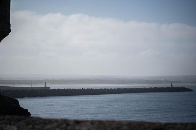 바다 경치, 등대가 있는 방파제, 좋은 여름날
