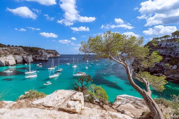 Морской пейзаж самой красивой бухты острова менорка