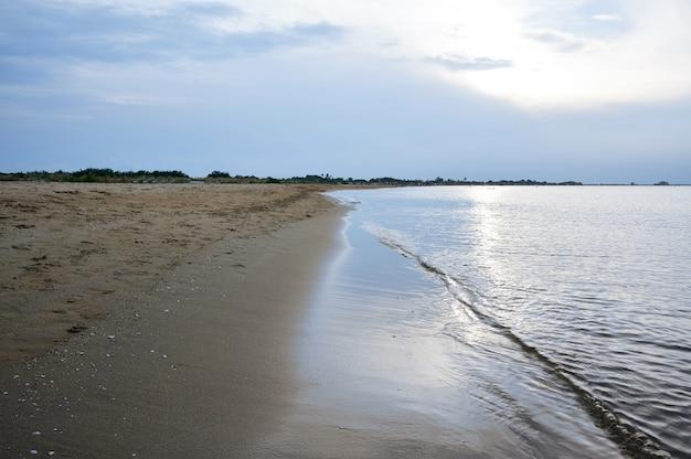 海岸の風景、穏やかな静けさの概念