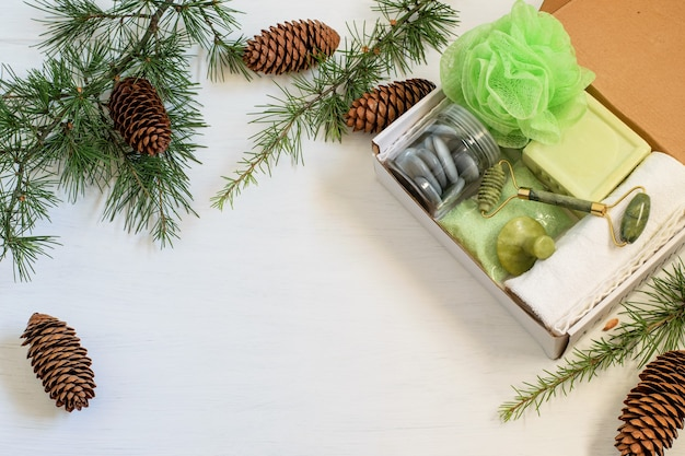 アロマテラピー用のパーソナル化粧品が入った季節の手作りギフトボックス。
