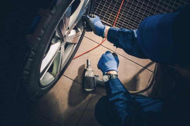 Seasonal tire replacement
