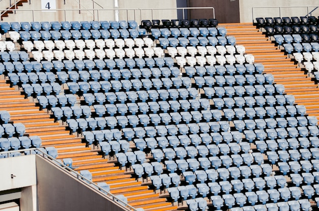 Места футбольного стадиона на яркий солнечный день. чемпион мира по футболу