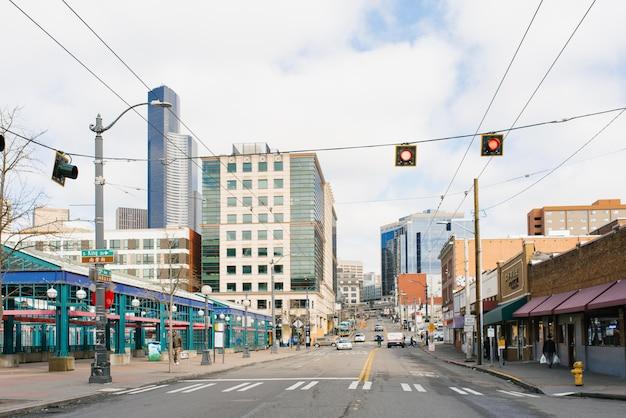 シアトル、ワシントン、米国。中央駅近くのアベニュー