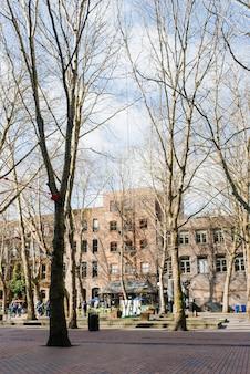 シアトル、ワシントン、米国。春先に開拓者広場