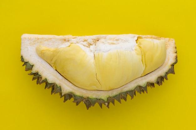 果物の王、黄色のテクスチャ背景のドリアンmonthong肉のセクション