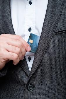 クレジットカードで安全なオンライン支払い。個人的な財政および銀行口座管理。
