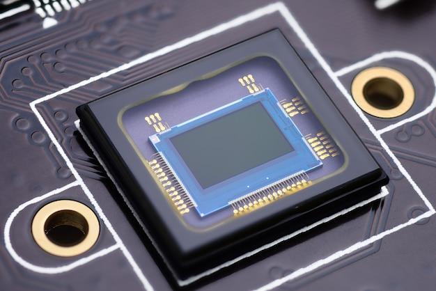 電子回路基板上のセキュリティカメラ検閲チップ。マクロ撮影