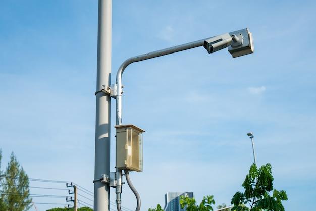태양 에너지로 구동되는 공원의 보안 카메라 태양광 발전소 cctv 카메라의 보안