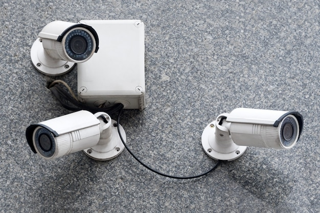 近代的な建物のセキュリティカメラ