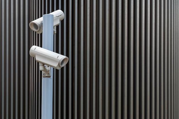 屋外のセキュリティ監視カメラ