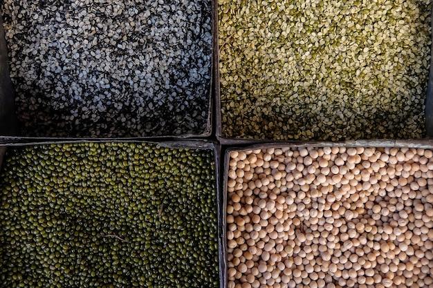 市場に出回っている種子と豆