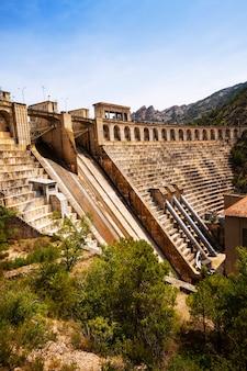 Segre川のダム。リェイダ