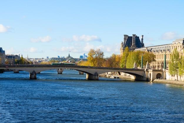 セーヌ川とポンデザール、パリ、フランス