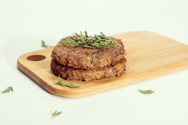 Seitan and shitake hamburger with spices