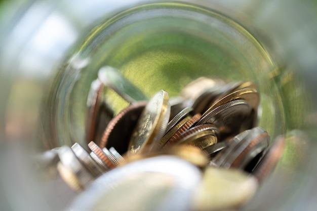 선택 초점. 동전 수집의 돈 개념을 절약