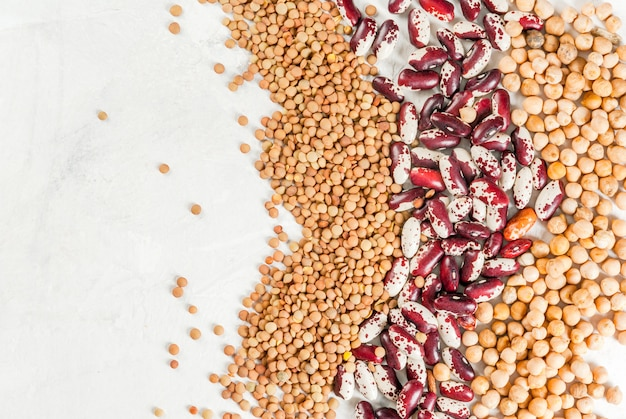 さまざまな種類の豆の選択