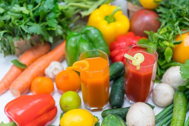 新鮮な果物や野菜の食材の選択