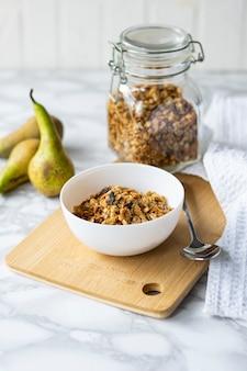Выборочный фокус, здоровый завтрак, натуральные мюсли