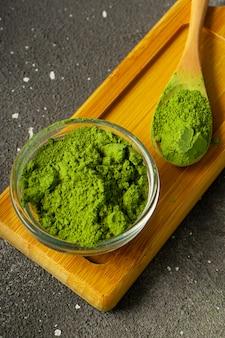 Селективный фокус, порошок японского зеленого чая маття