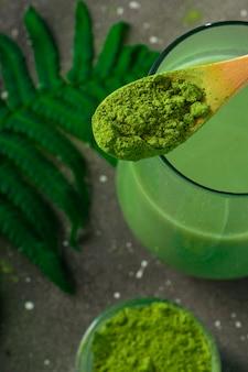 Селективный фокус, японский чай маття