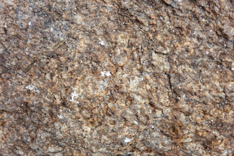 古い茶色の花崗岩の素朴で荒い石の選択と集中