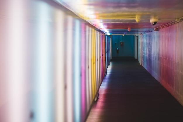 廊下のセレクティブフォーカス写真