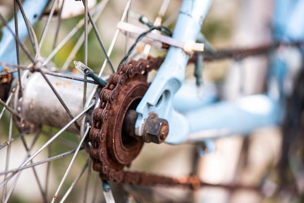 セレクティブフォーカスさびた自転車チェーン
