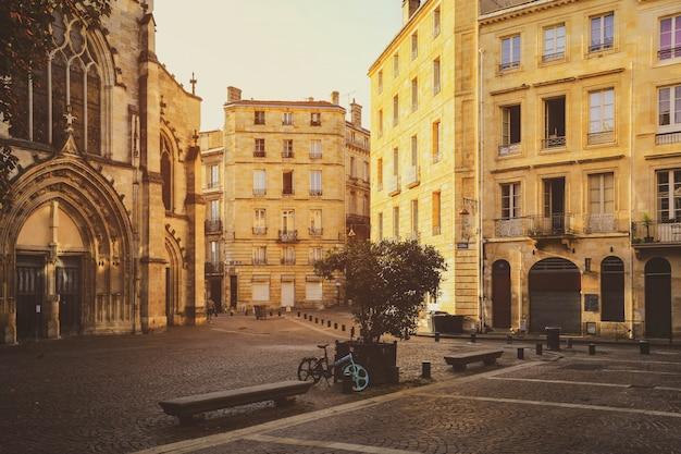 Selevtive focus on building, street scene
