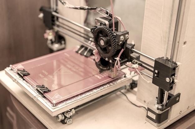 Self made d modern electronic three dimensional printer