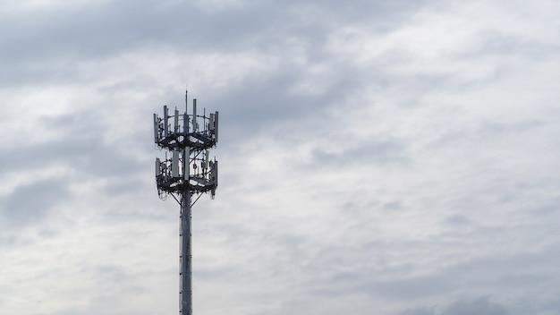 자체 지원, guyed tower, guyed mast, pole. 통신 타워.