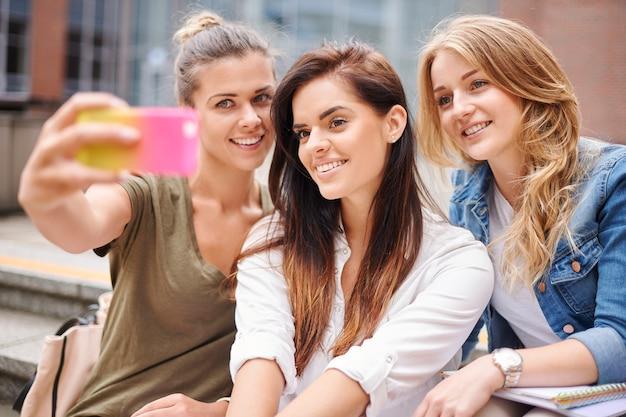 Селфи с друзьями из университета