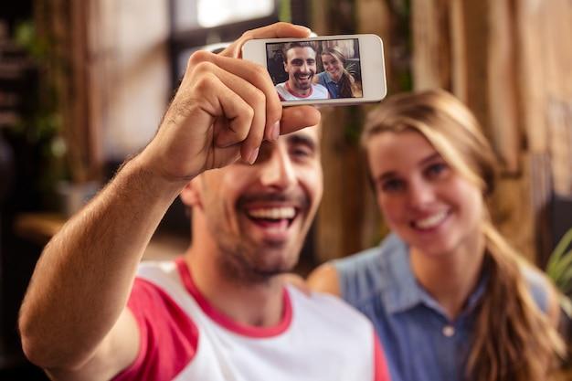 Selfieを取って面白いカップル