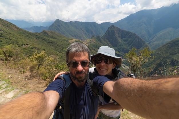 マチュピチュ、ペルーでカップル撮影selfie
