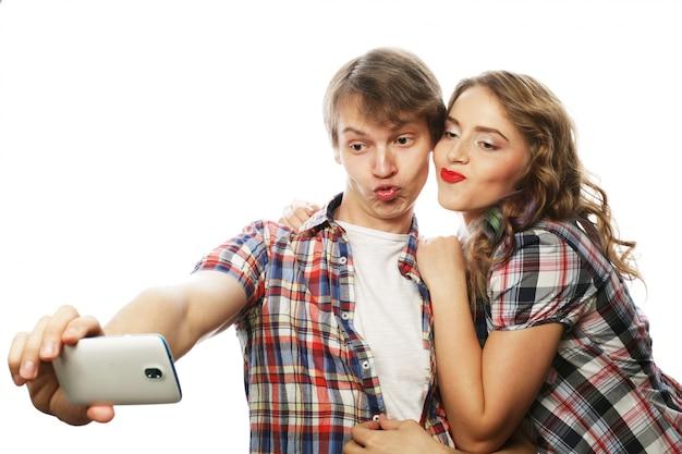 スマートフォン、selfie、楽しいと笑顔のカップル。