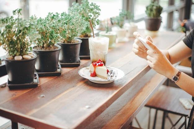 Selfie朝食デザート。モカアイスコーヒーの写真を撮る