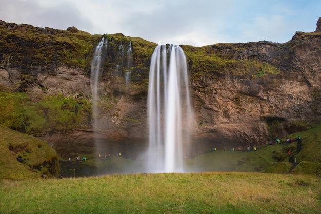 아이슬란드의 seljalandsfoss 아름다운 폭포