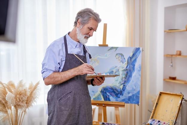 이젤, 캔버스에 그림을 그리는 수석 예술가, 지능형 전문 화가가 예술을 즐깁니다.