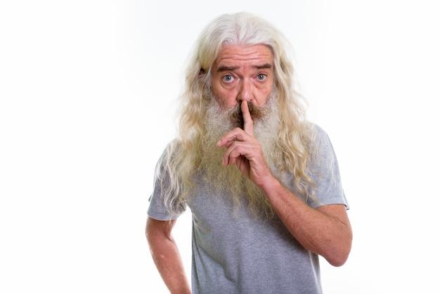 唇に指で年配のひげを生やした男