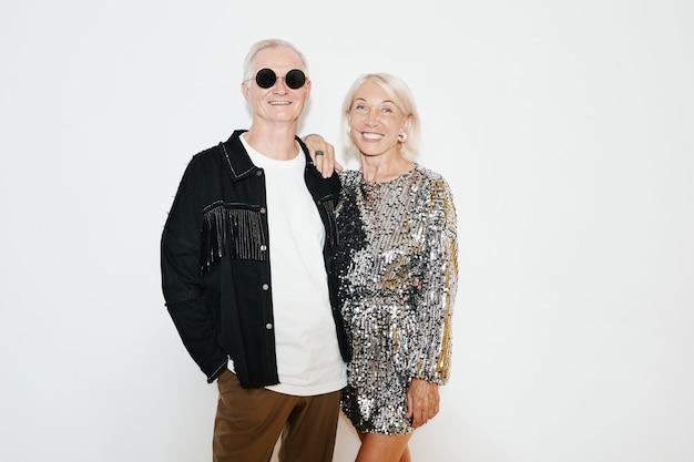 Старшая пара на вечеринке