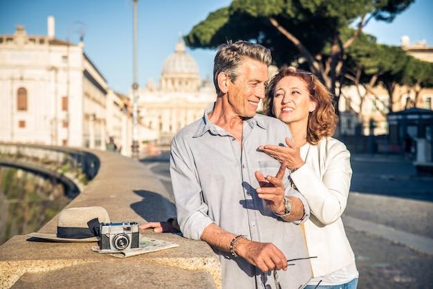 ローマの年配のカップル