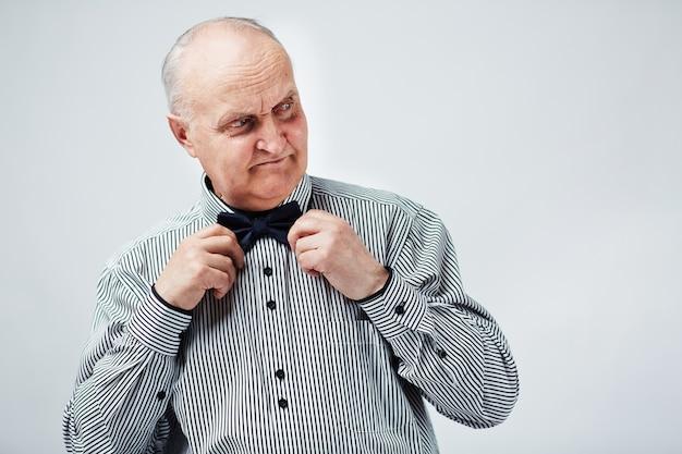 Senior fixing bow tie