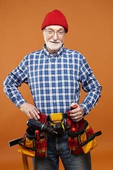 Persone anziane, occupazione e servizio di manutenzione.
