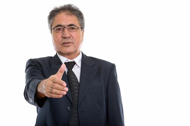 握手を与えるペルシャのシニアビジネスマン