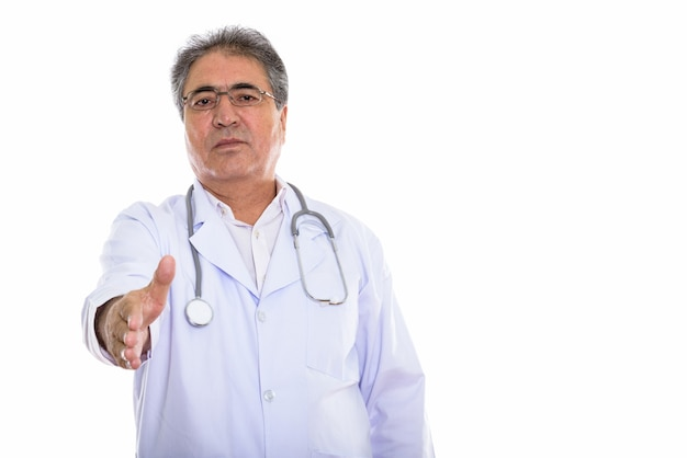 握手を与えるシニアペルシャ人医師